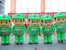 """郑州糖酒会上可爱的""""绿娃娃"""""""