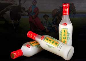 草原部落奶白色奶酒