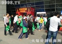 这么多的绿色袋子?安徽糖酒会上发生了什么?