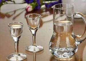 低度白酒≠高度白酒+水