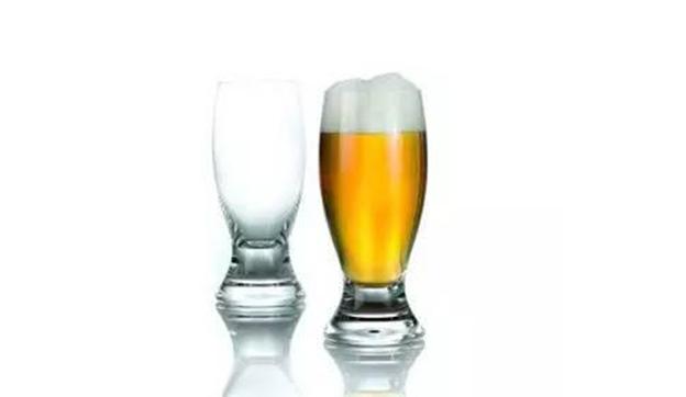 一杯白酒相当于多少瓶啤酒?