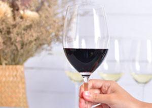葡萄酒礼仪,舌头染黑了怎么办?