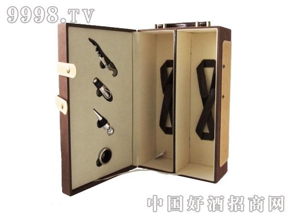 棕色双只皮盒带酒具