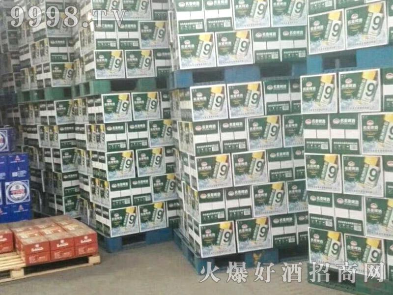 青岛名麦9度清爽啤酒装车