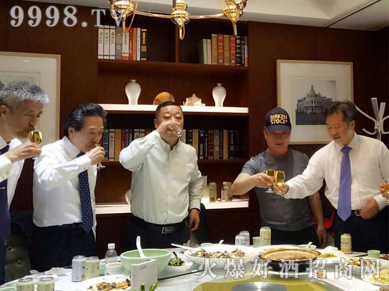 美林小镇千赢国际手机版韩国考察团·共饮美酒