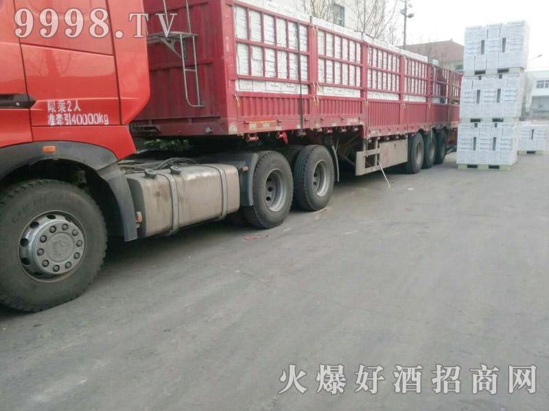 美林小镇啤酒汽车运输(36)