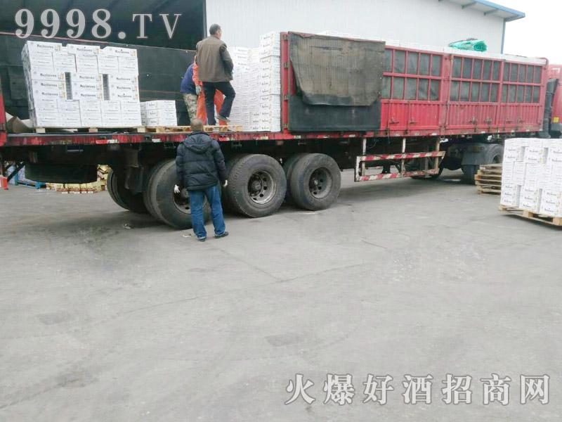美林小镇啤酒汽车运输(35)
