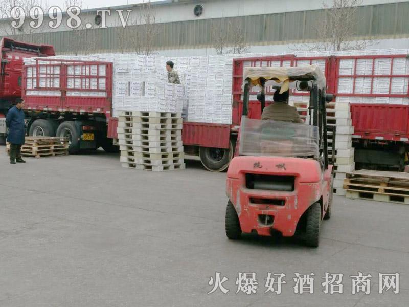 美林小镇啤酒汽车运输(30)
