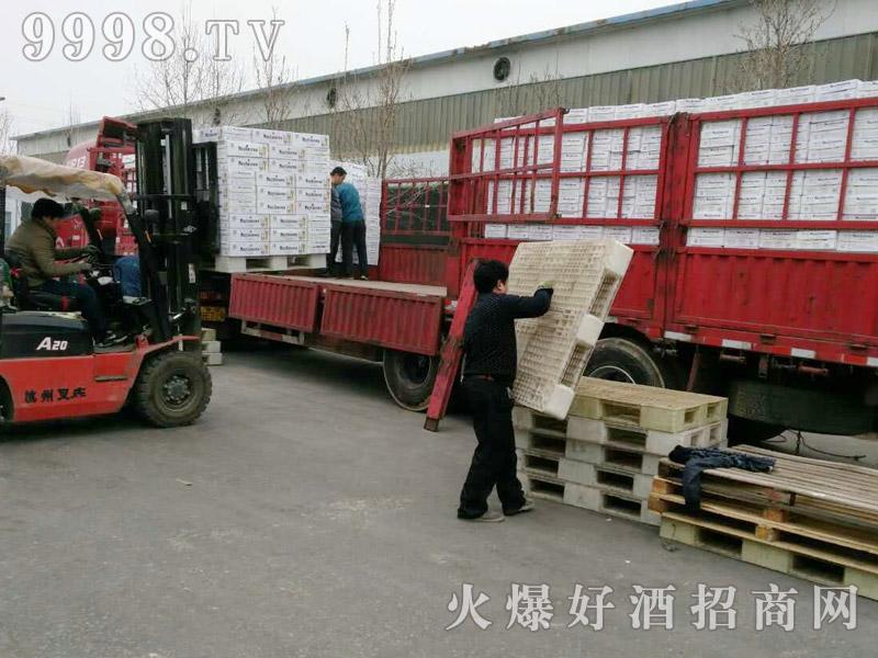 美林小镇啤酒汽车运输(28)