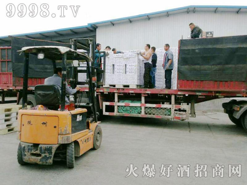 美林小镇啤酒汽车运输(34)