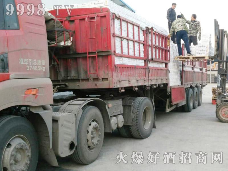 美林小镇啤酒汽车运输(27)