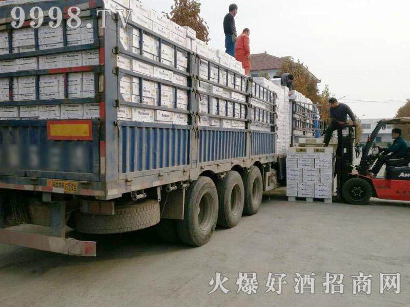 美林小镇啤酒汽车运输(25)