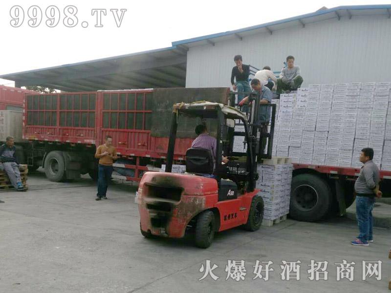 美林小镇啤酒汽车运输(24)