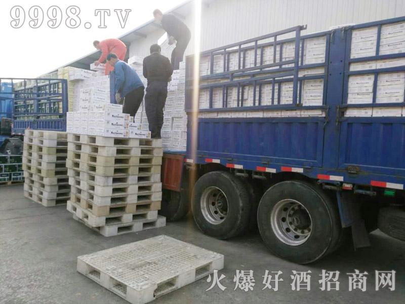 美林小镇啤酒汽车运输(20)