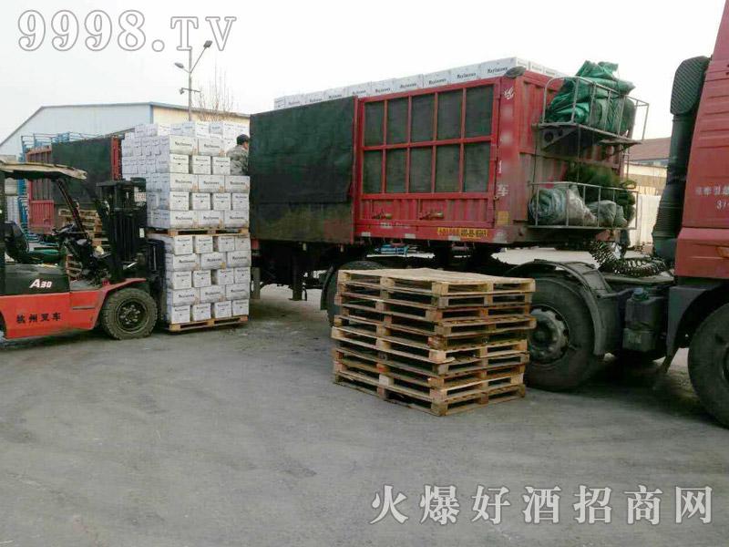 美林小镇啤酒汽车运输(18)