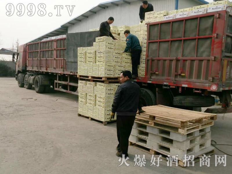 美林小镇啤酒汽车运输(17)