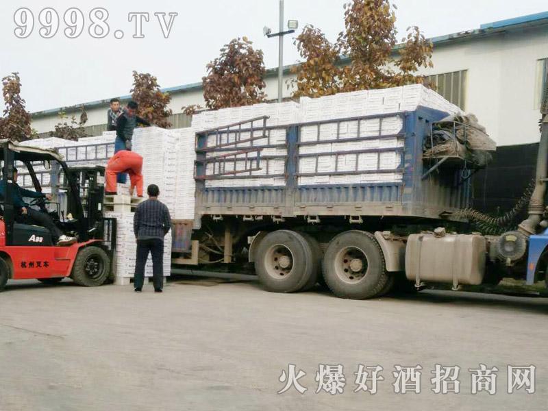 美林小镇啤酒汽车运输(14)