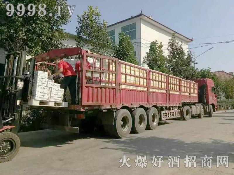 美林小镇啤酒汽车运输(11)