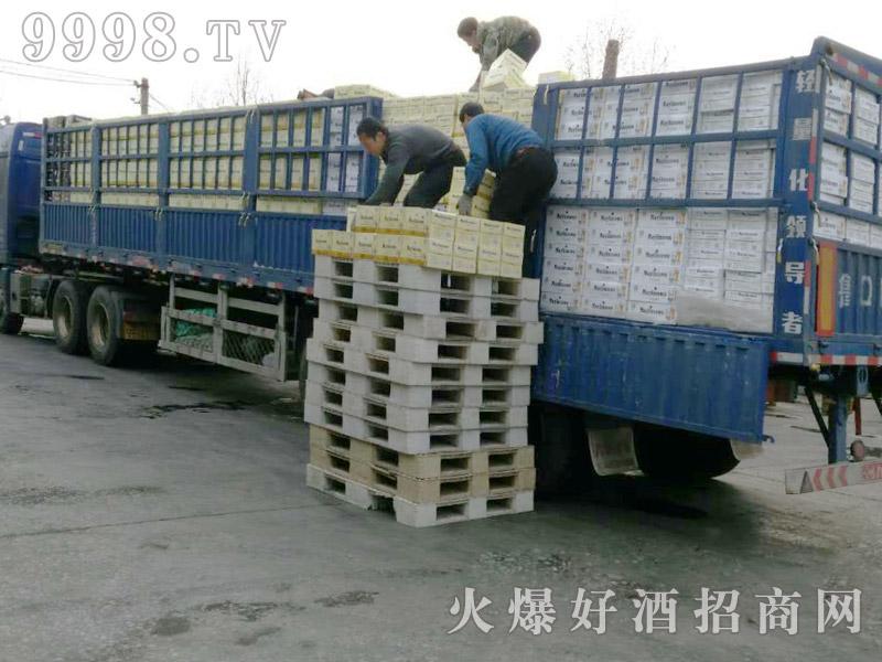 美林小镇啤酒汽车运输(13)