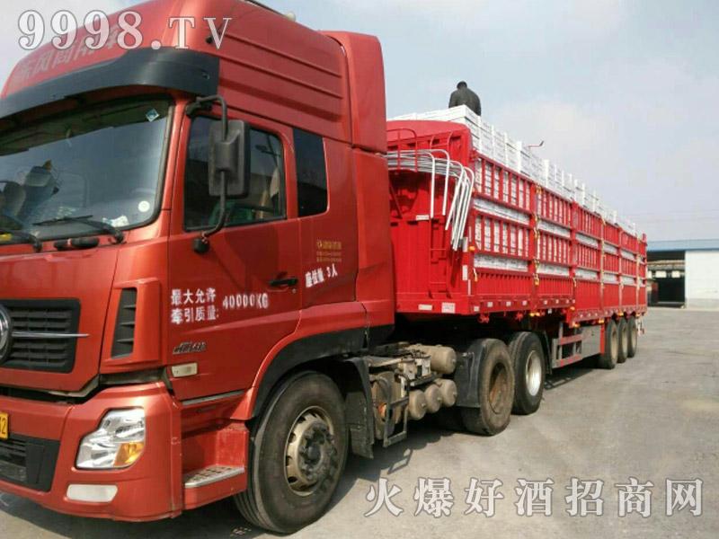 美林小镇啤酒汽车运输(3)