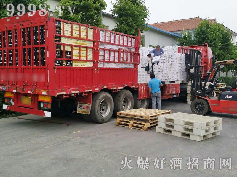 美林小镇啤酒汽车运输(2)