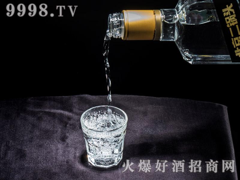 京都出口型北京二锅头酒实物展示・金龙(倒酒)