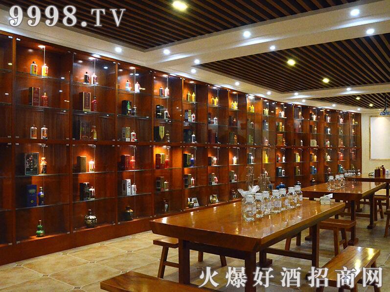 华天子酒业酒柜展示