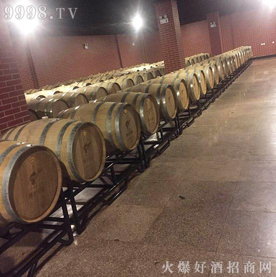 【吉林省铁马童话酒业】总经理刘福军祝您事业蒸蒸日上,财源滚滚;家庭和谐美满,好运连连!