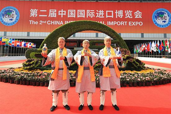 世界瞩目 | 进博会上,汾酒非遗工艺开酿了!