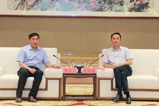 高卫东(右)与黄克兴(左)座谈