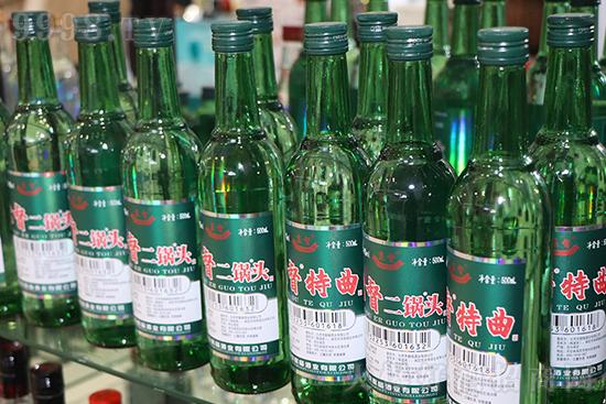 6月18日-6月20日,2021第13届(临沂)国际糖酒食品交易会在临沂国际博览中心盛大举行。数百家厂家云集,现场酒香四溢,热闹非凡,签约不断。北京京酩福酒业有限公司也应邀参展。