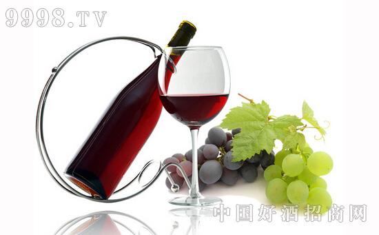 前列次喝葡萄酒,为何会感觉又酸又涩