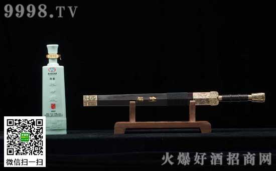 白金酒联合天下第一剑打造礼品助力春节市场