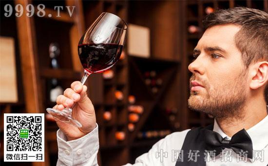 酒没坏,客人要换酒,侍酒师该怎么做