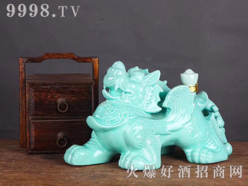 景德镇手工陶瓷麒麟