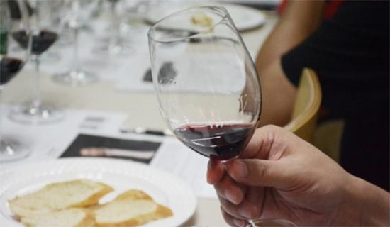 怎样品鉴葡萄酒?