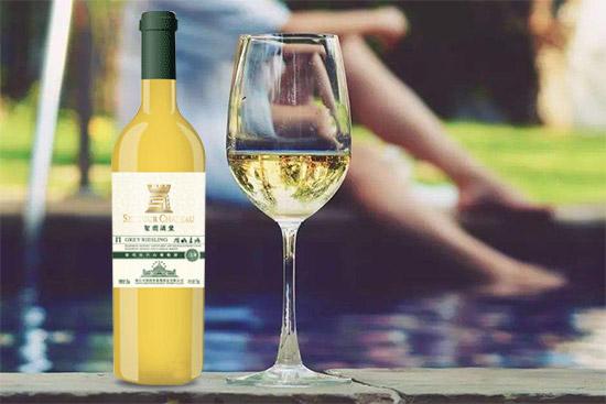 这个夏天,来杯圣图金版干白葡萄酒冰爽一夏